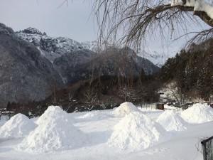 中尾かまくらまつり雪山づくり